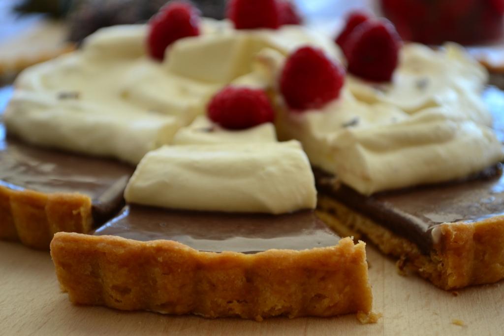 Tarte de ganache de chocolate, framboesas e creme de alfazema ou lavanda-  Mais uma receita do MasterChef Austrália