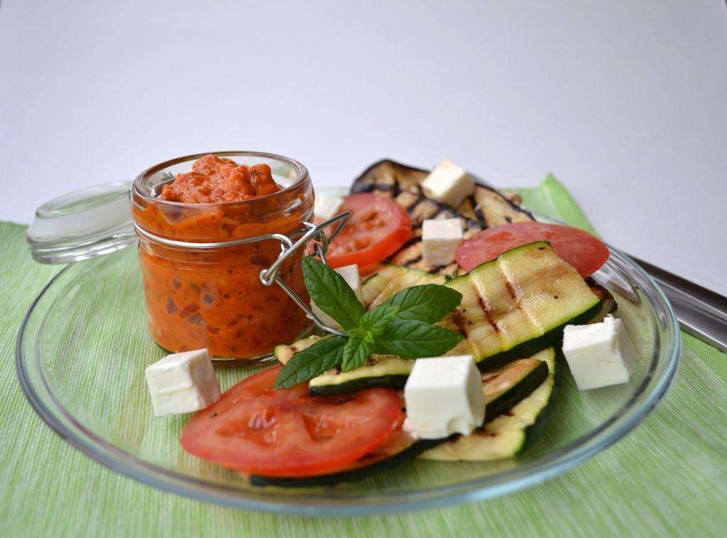 Ajvar e legumes grelhados