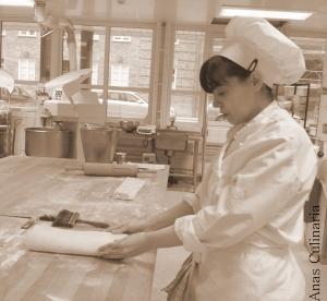 Super concentrada a fazer massa folhada. A fotografia é do blogue/diário em sueco que mantive durante o curso.