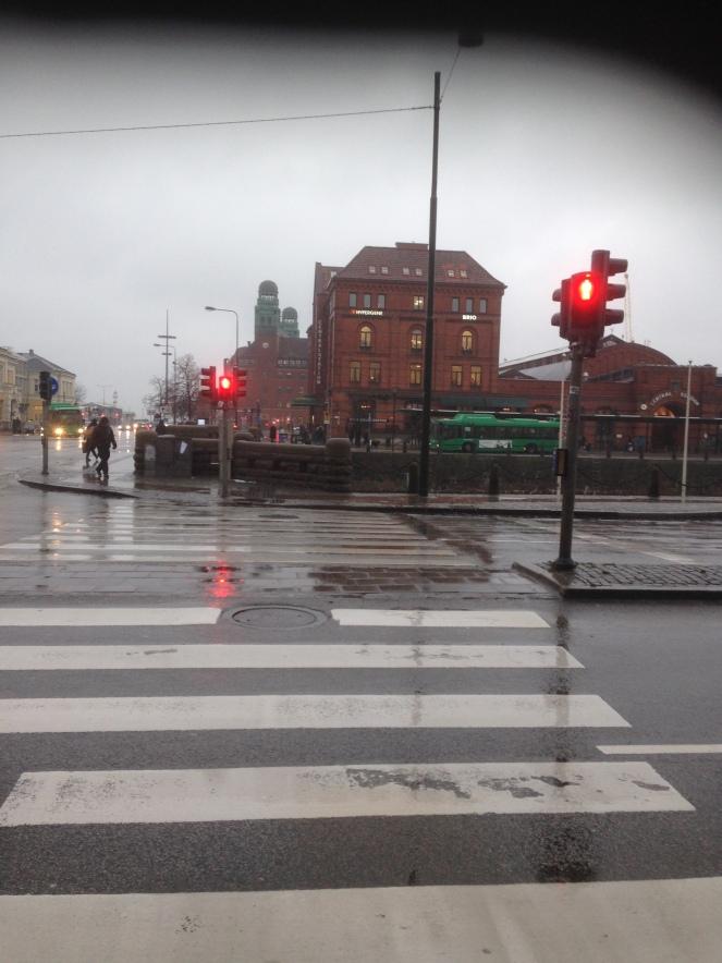A caminho do autocarro 8estacao central de Malmö - a dois minutos do restaurante)